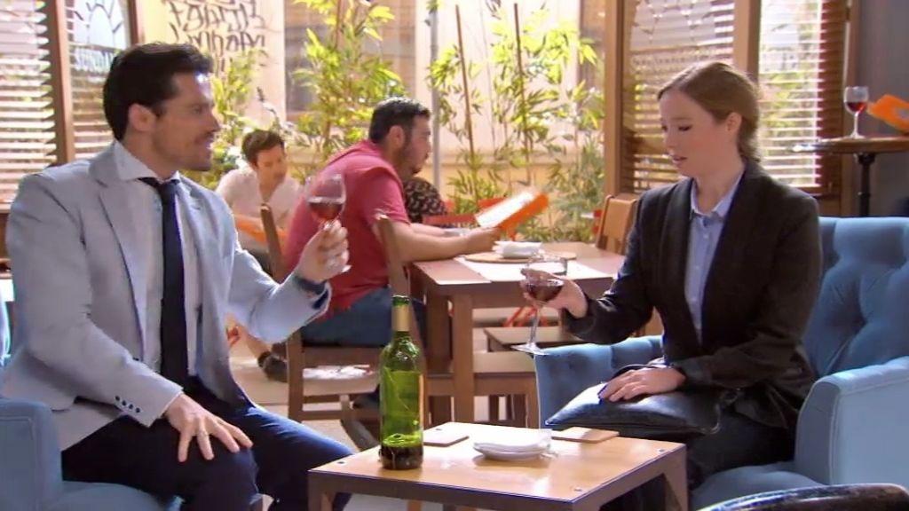 Inés le da calabazas a Carlos