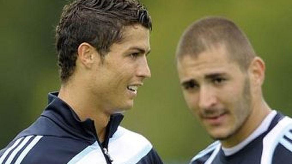 Cristiano Ronaldo y Benzema, dos de las cuatro puntas con las que cuenta Mourihno para vencer al Olympique de Lyon.