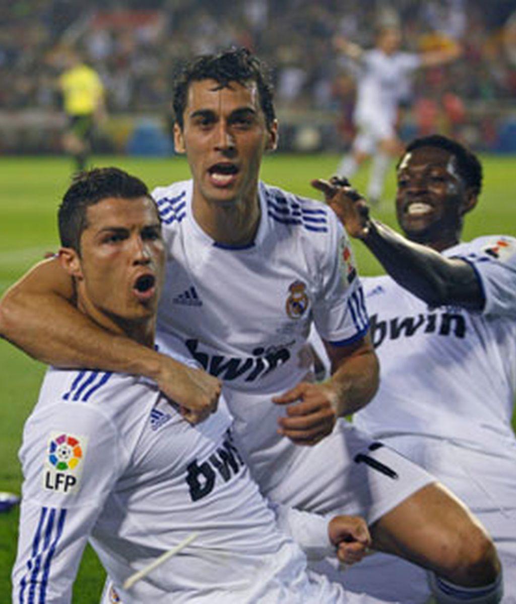 Los blancos celebran el gol de Cristiano Ronaldo. Foto: EFE.