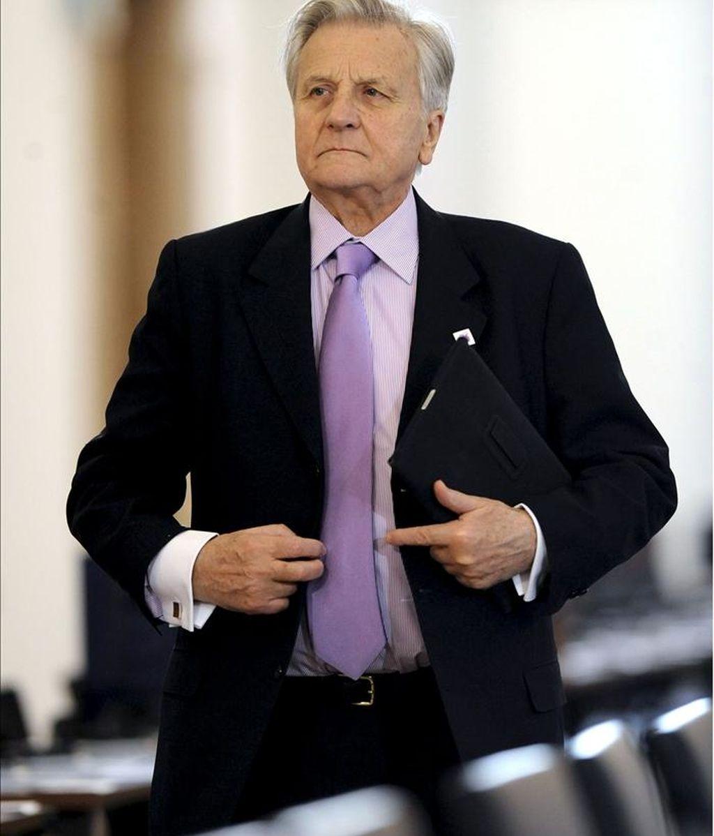 El presidente del Banco Central Europeo (BCE), el francés Jean-Claude Trichet, ganó el año pasado 367.863 euros, un 2 % más que en 2009 (360.612 euros), según el informe anual de 2010 que la entidad publicó hoy. EFE/Archivo
