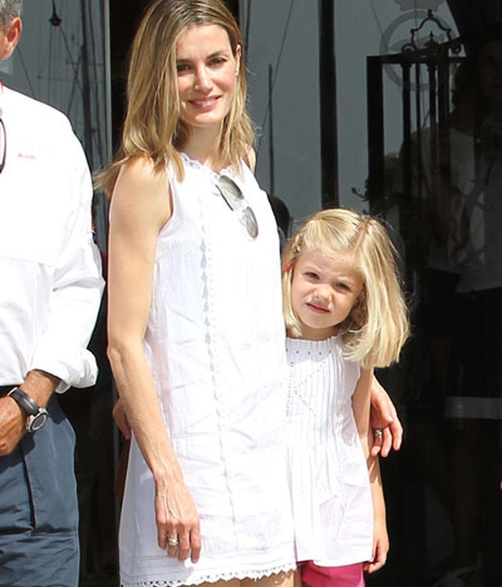 Tierna imagen con su hija pequeña