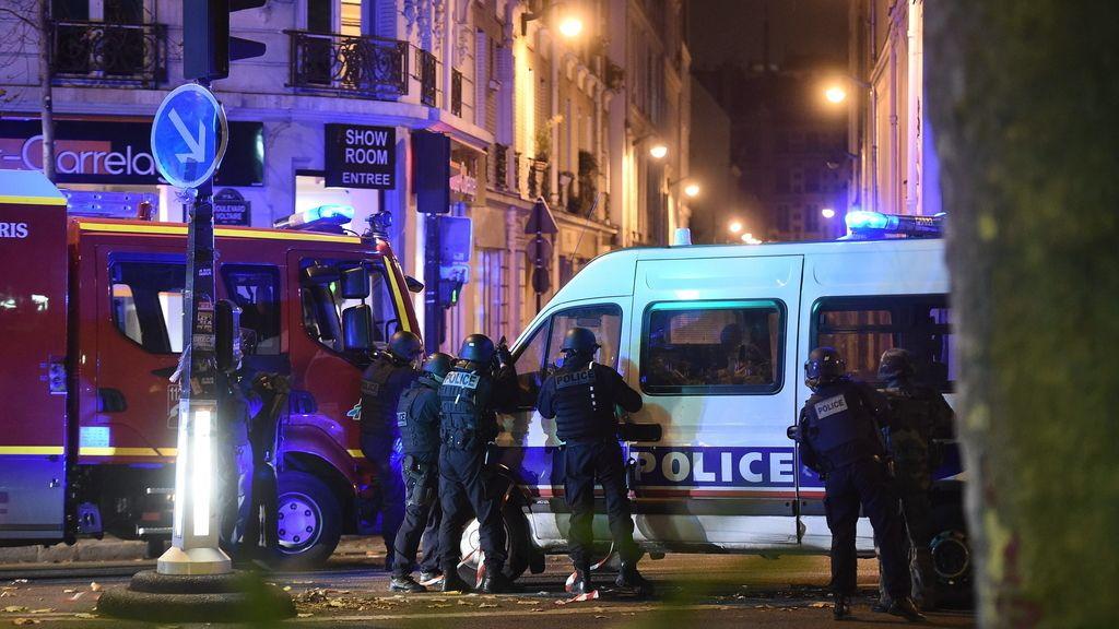 Más de 120 muertos en una cadena de atentados en París