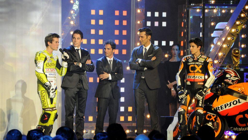 Nico Terol, Aleix Espargaró, Toni Elias y Marc Márquez, con Jesús Vázquez