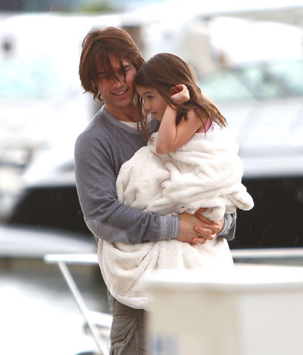 Tom Cruise celebra el día del padre con sus chicas en Miami