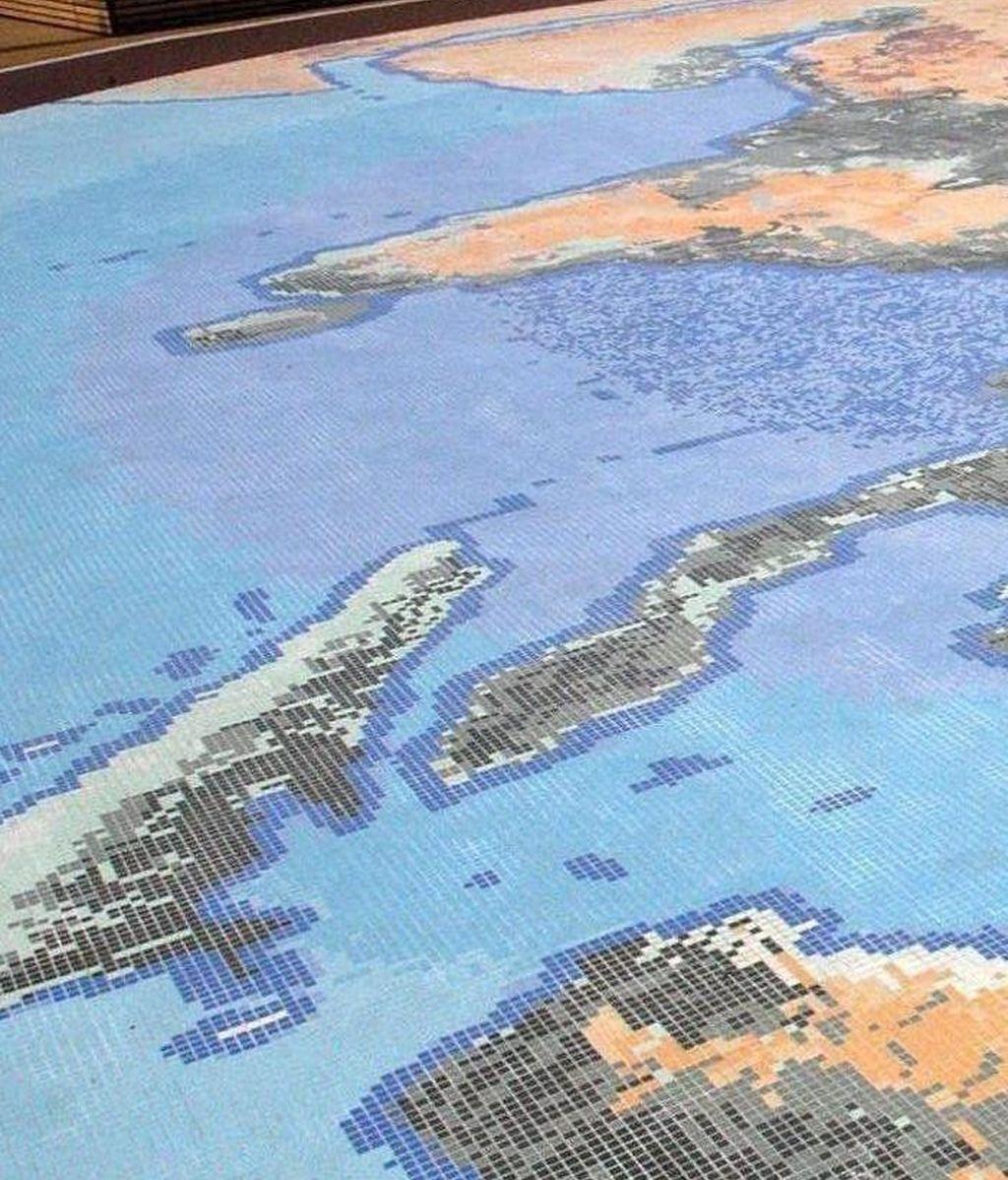 Un mapa de la Tierra en una zona al aire libre de la Exposición Universal de Aichi 2005 en Aichi, Japón.EFE/Archivo