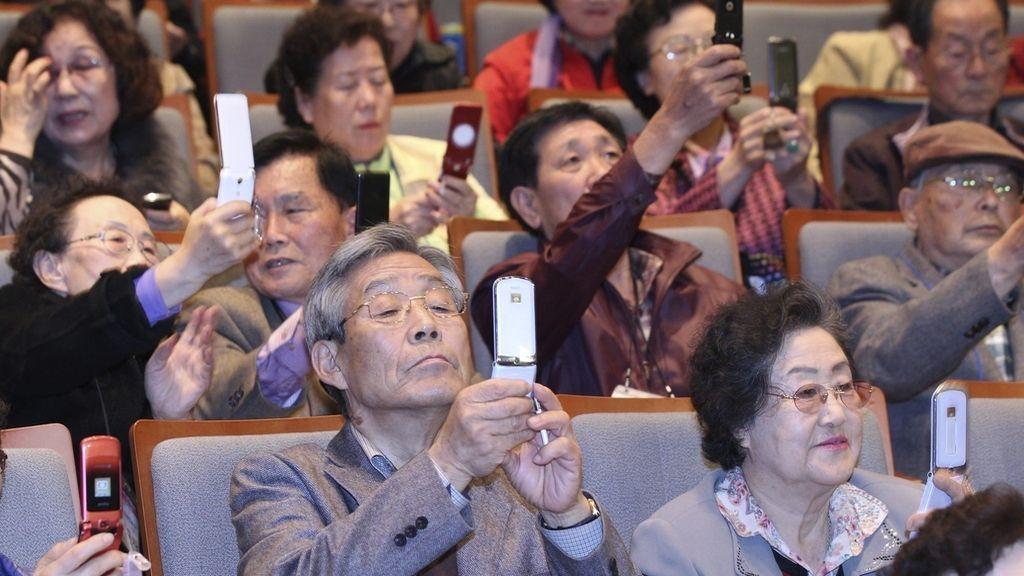 Los mayores, con los smartphones
