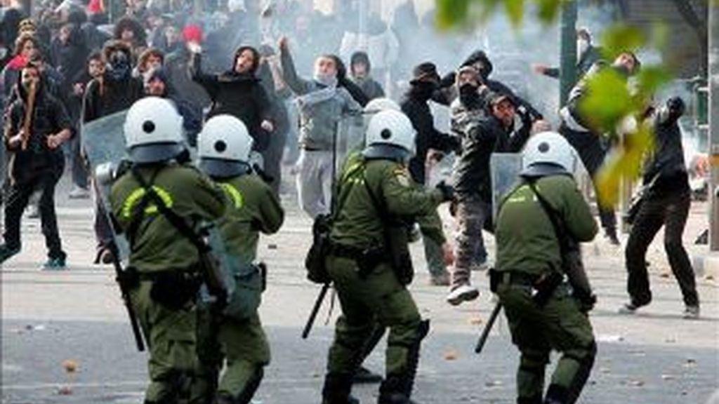 Imagen de las protestas en Grecia por los recortes y ajustes económicos. Archivo EFE