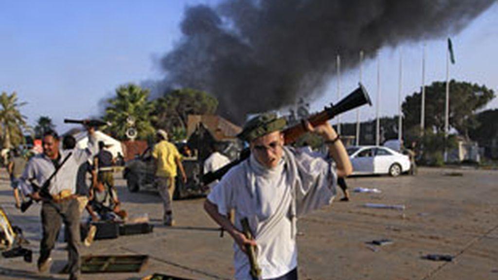 Continúan los intensos enfrentamientos entre los leales a Gadafi y los rebeldes. Foto: AP.