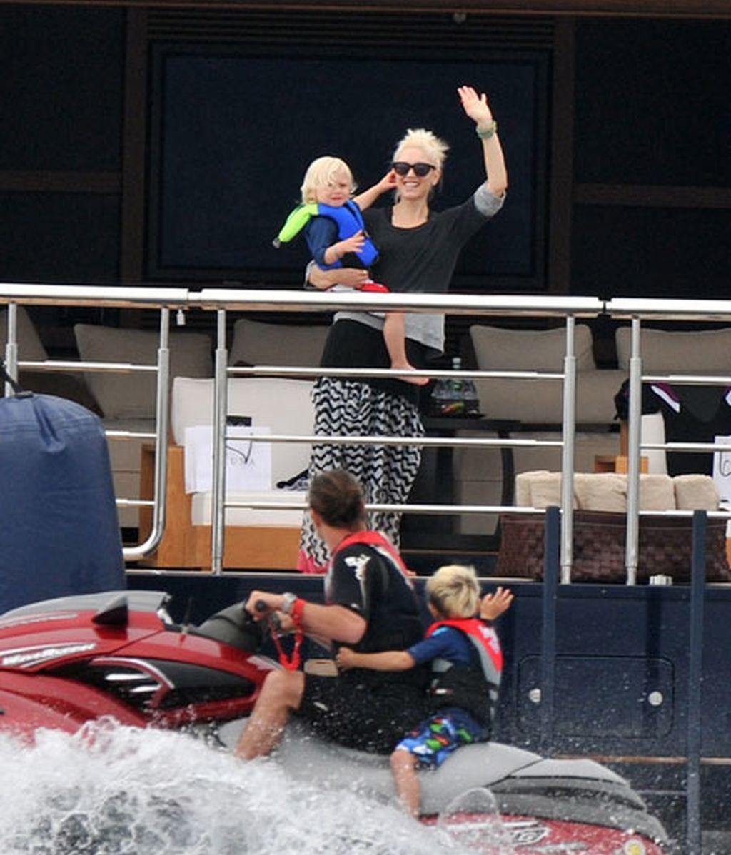 Gwen Stéfani disfruta con sus hijos de un día de yate