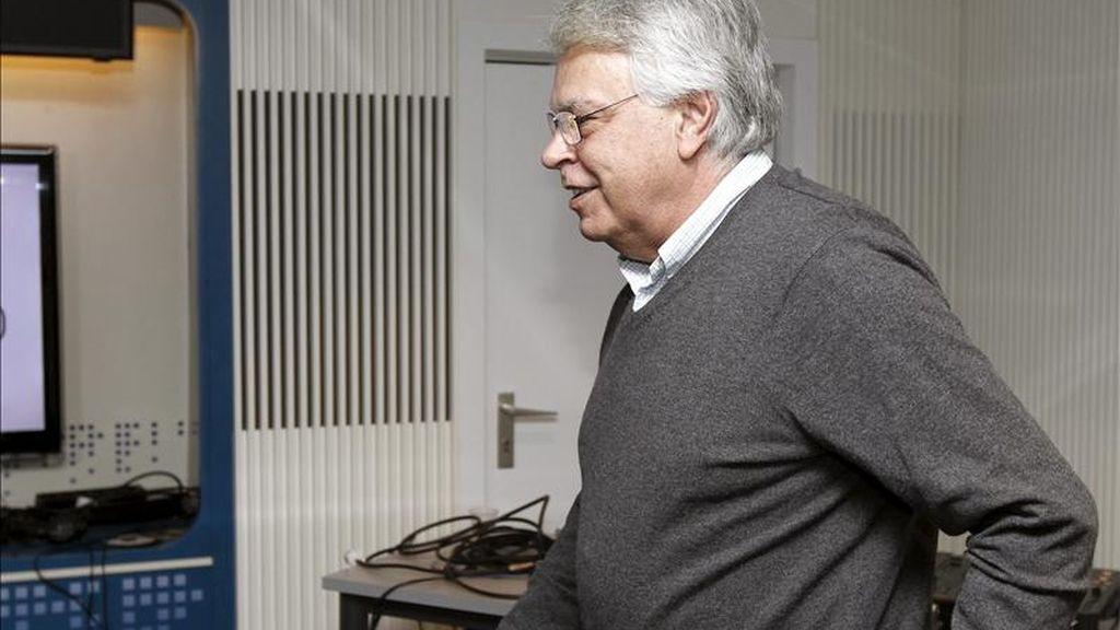 El ex presidente del Gobierno Felipe González, antes de la entrevista que concedió esta mañana a la cadena Ser. EFE