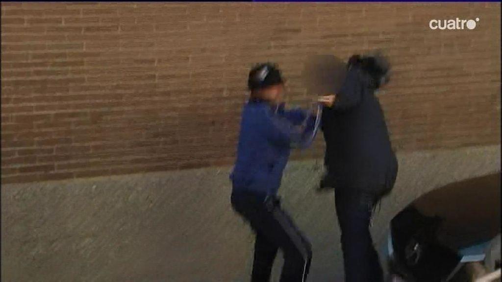Así fue la agresión al cámara de Telecinco: dos ultras de Riazor Blues, detenidos