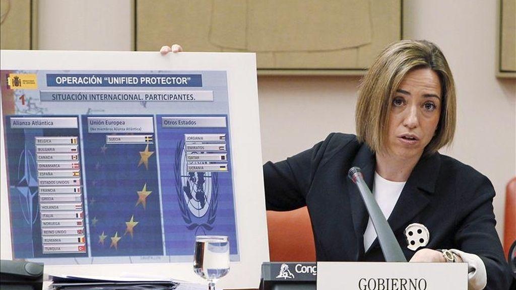 La ministra de Defensa, Carme Chacón, durante su comparecencia ante la comisión correspondiente del Congreso para solicitar la autorización preceptiva para prorrogar durante dos meses la participación de los cazas F-18 españoles en la misión internacional de exclusión aérea en Libia. EFE