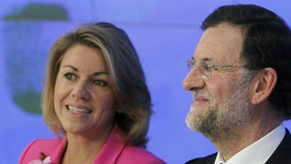 Mariano Rajoy, acompañado de María Dolores de Cospedal, este lunes en la sede del PP en la calle Génova, madrileña. Foto: EFE