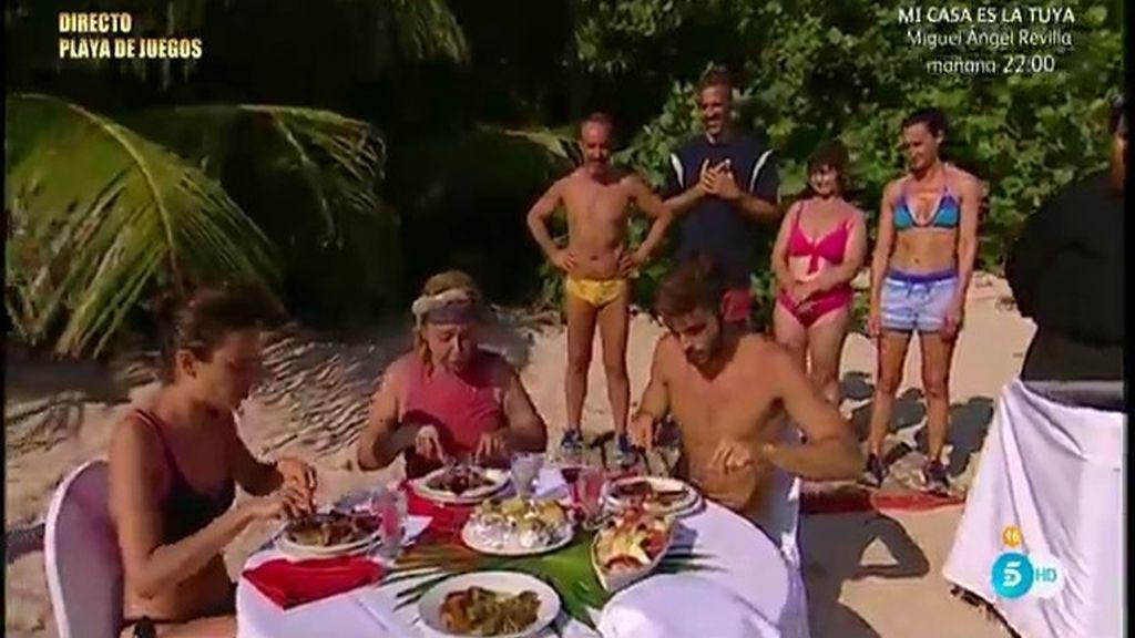 Jorge Díaz y Carla comparten su chuletón con Mila Ximénez