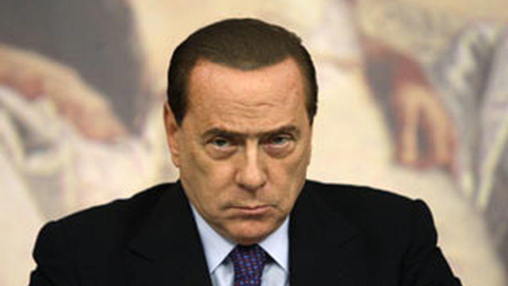 El primer ministro italiano Silvia Berlusconi durante el Consejo de Ministro convocado de urgencia FOTO: REUTERS