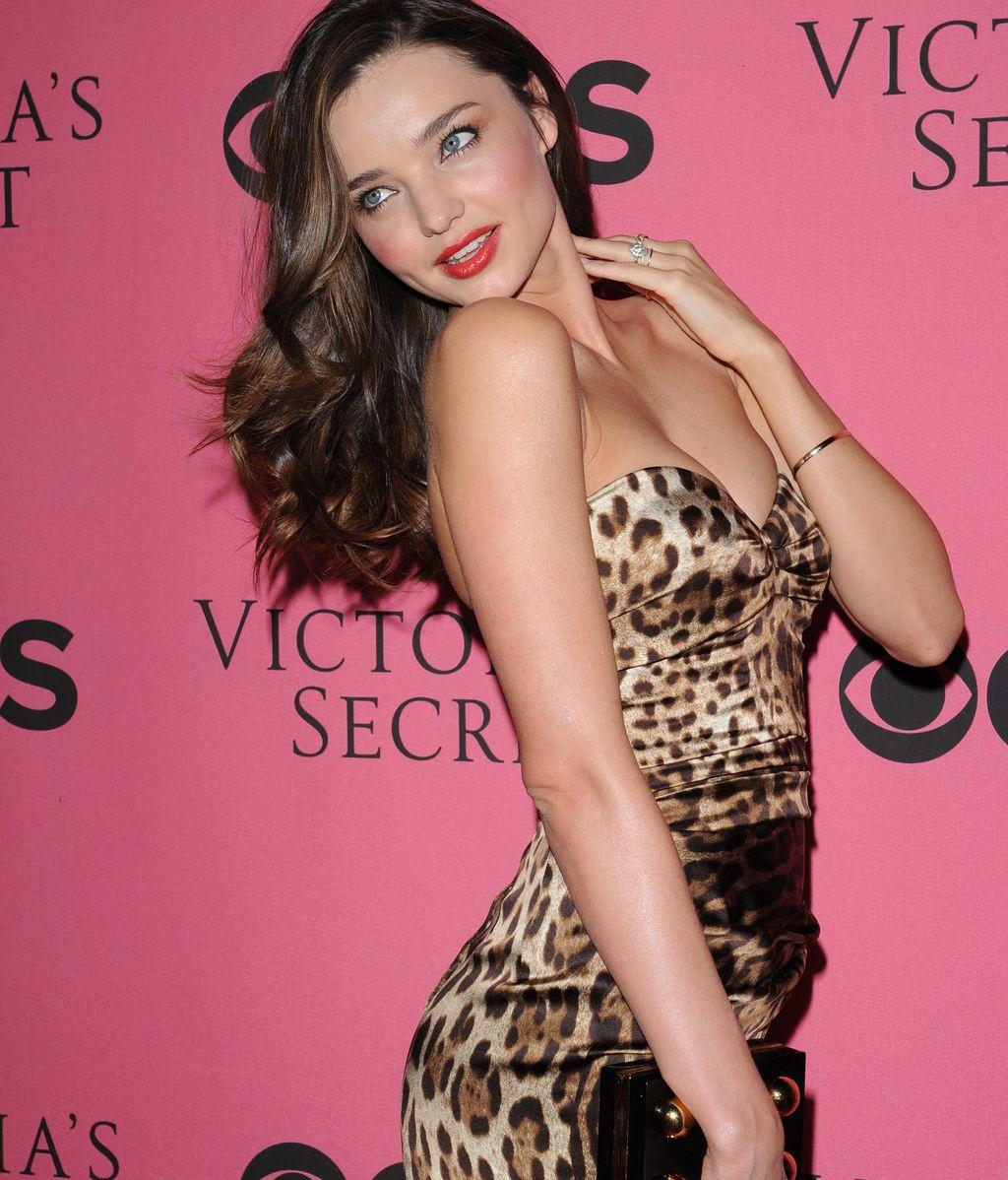 Los ángeles de Victoria's Secret te desea una sensual Navidad