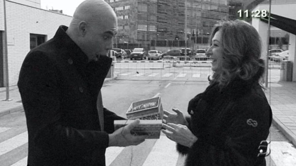 El colaborador de Ana Rosa llena de alegría la redacción de 'El programa de Ana Rosa'