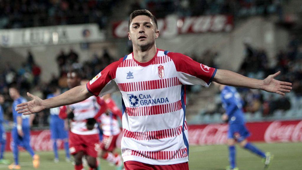 Siqueira salva un punto para el Granada con polémica