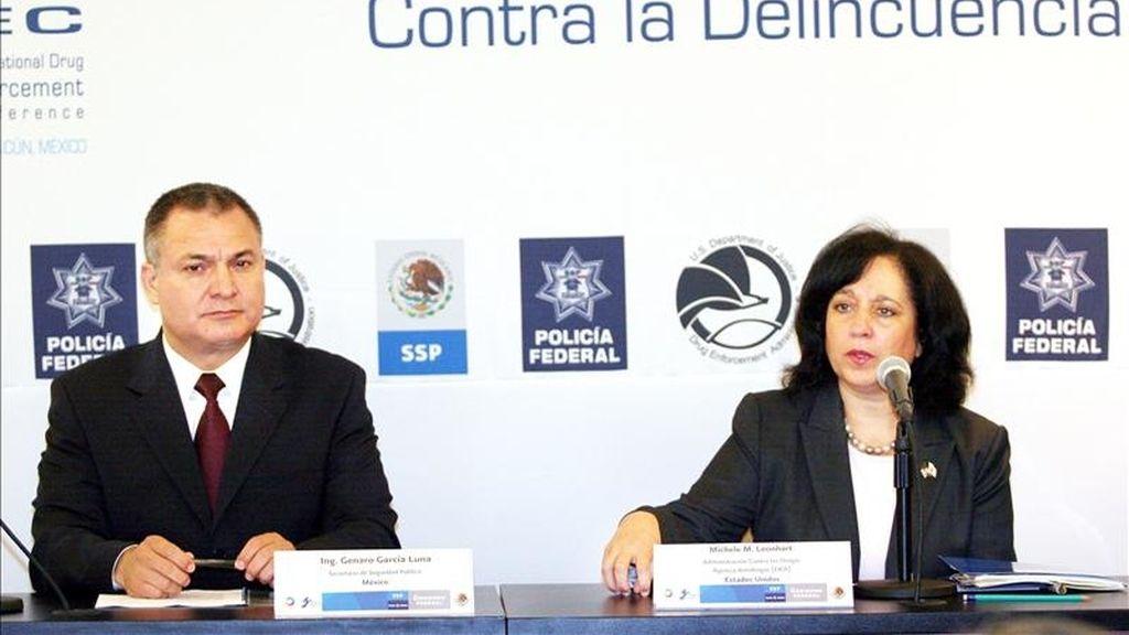 La necesidad de coordinar acciones globales contra el crimen organizado y el creciente poder de los cárteles de las drogas mexicanos se analiza en un encuentro mundial sobre combate al narcotráfico, en el que participan 103 países. EFE