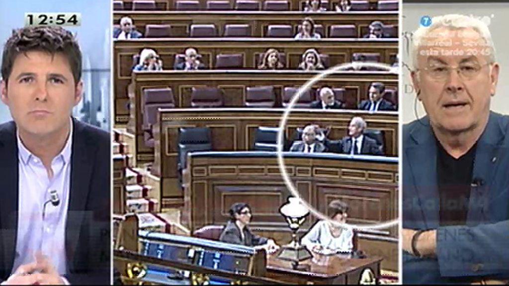 """Cayo Lara, de Morenés: """"Este ministro no está dando la talla, ni mucho menos"""""""