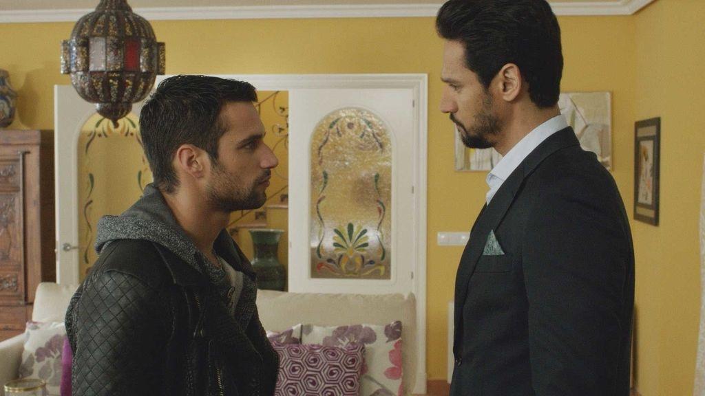 Paco soborna a Khaled para mantener a salvo su secreto