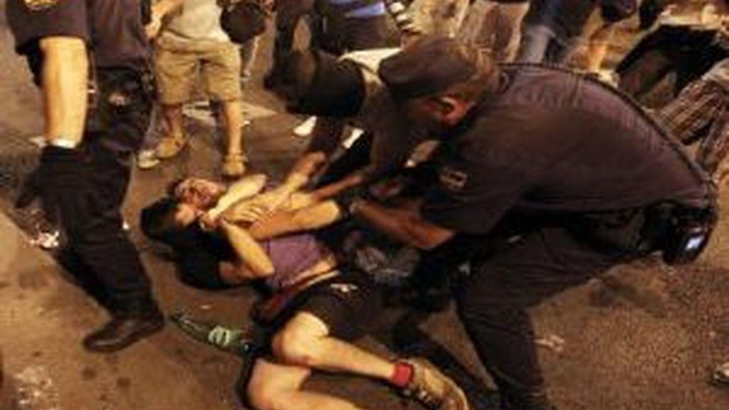 Incidentes entre anti-clericalistas y seguidores del Papa. Foto: EFE.