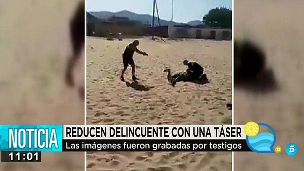 Dos policías de Algeciras reducen a un presunto delicuente con una pistola táser