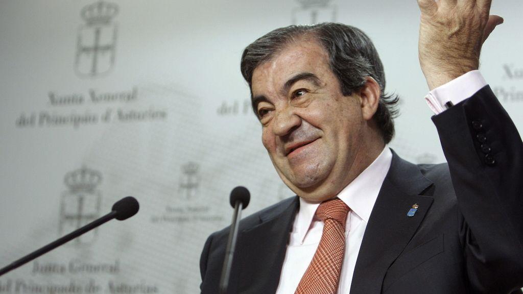 presidente en funciones del Principado de Asturias, Francisco Álvarez-Cascos, durante la rueda de prensa que ofreció tras reunirse con la presidenta del PP de Asturias Mercedes Fernández en el marco de los contactos ante posibles pactos de gobierno