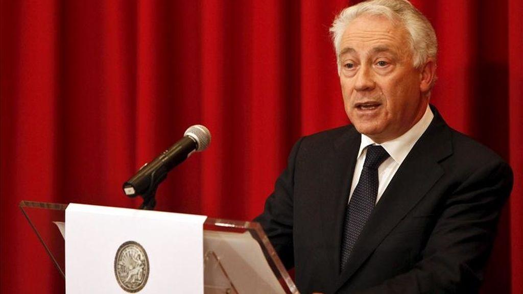 El gobernador del Banco de Portugal, Carlos Costa, habla en rueda de prensa. EFE/Archivo