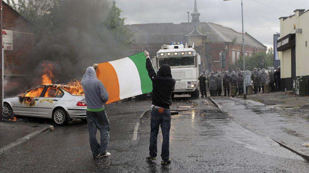 Imagen de archivo de enfrentamientos en Belfast