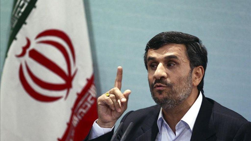 El presidente iraní, Mahmud Ahmadineyad, comparece ante los medios en Teherán (Irán), el 4 de abril de 2011. EFE/Archivo