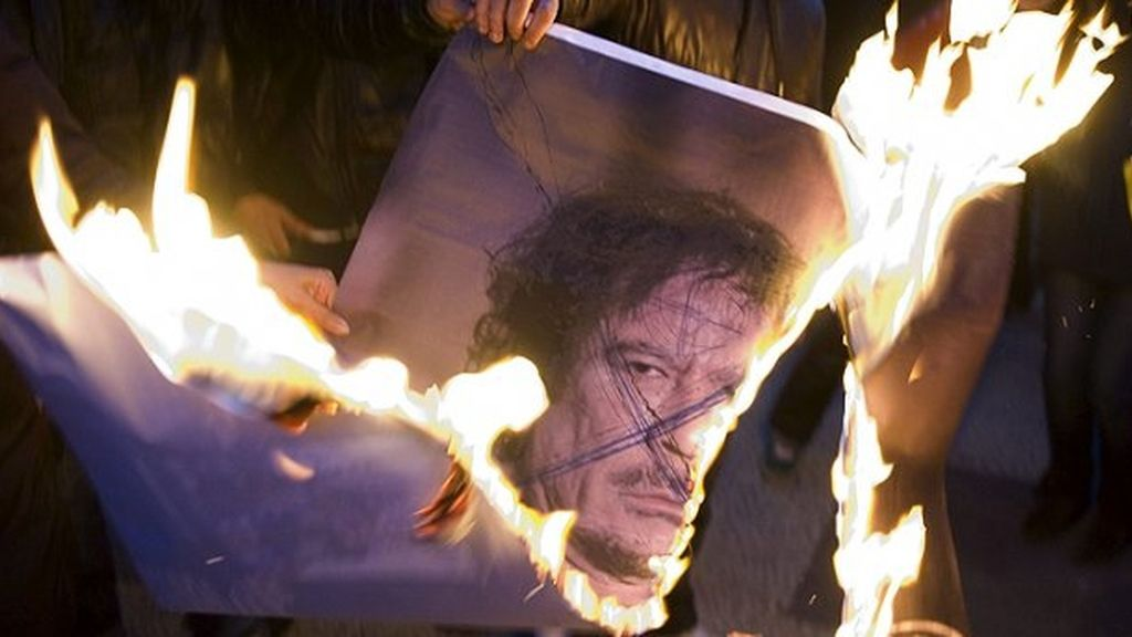 Los combates continúan en Trípoli mientras Gadafi sigue sin aparecer. Vídeo: Atlas.