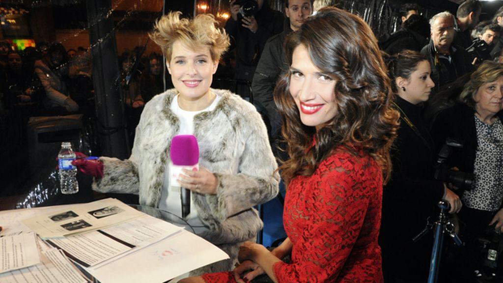 Elia Galera entrevistada en la alfombra roja por Tania Llasera