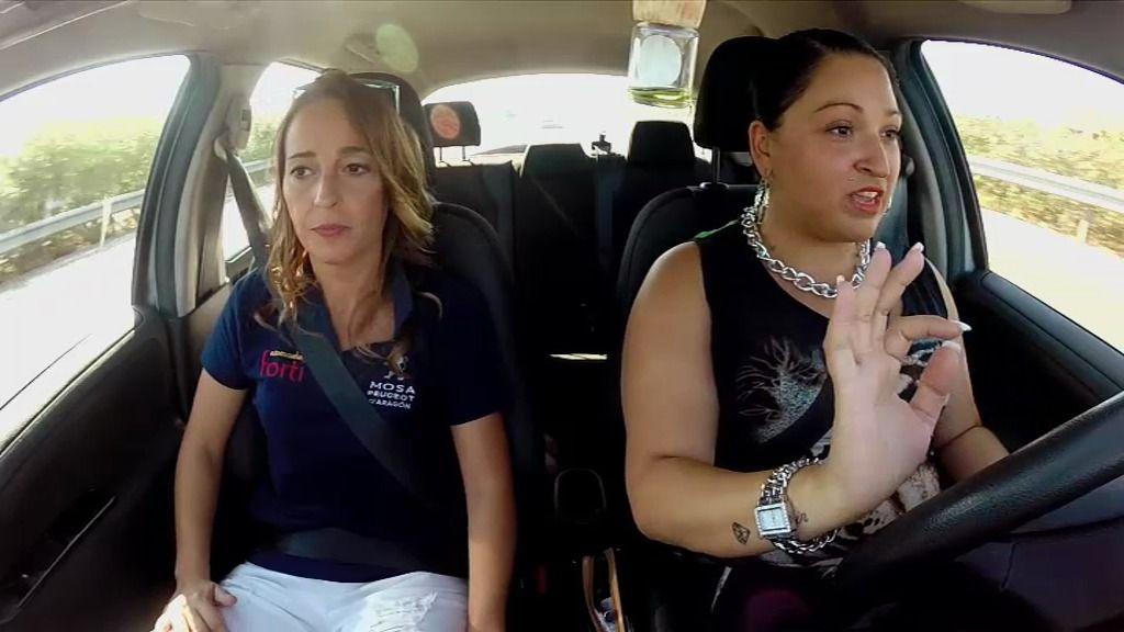 Manuela, la primogénita de los Fernández Navarro, decide sacarse el carnet de conducir