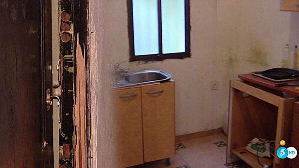 IMÁGENES EN EXCLUSIVA: 'La Veneno' vivía entre suciedad y escombros
