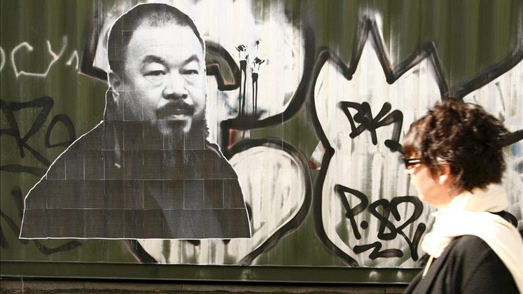Retrato del activista y artista chino Ai Weiwei en una pared en Berlín hoy. EFE