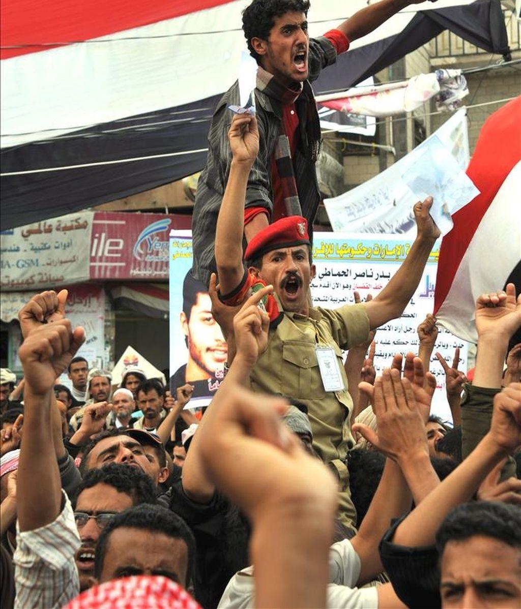 Manifestantes antigubernamentales participan en una protesta contra el presidente yemení, Ali Abdalá Saleh, en Saná, Yemen. EFE
