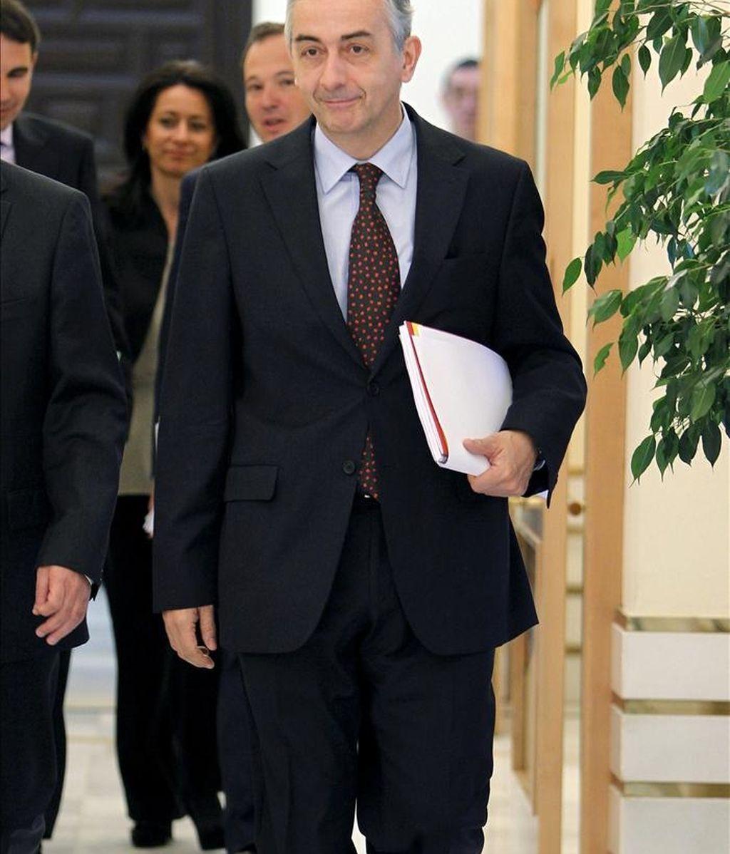 El secretario de Estado de Hacienda, Carlos Ocaña, antes de ofrecer una rueda de prensa para informar sobre los datos de ejecución presupuestaria, hoy en Madrid. EFE