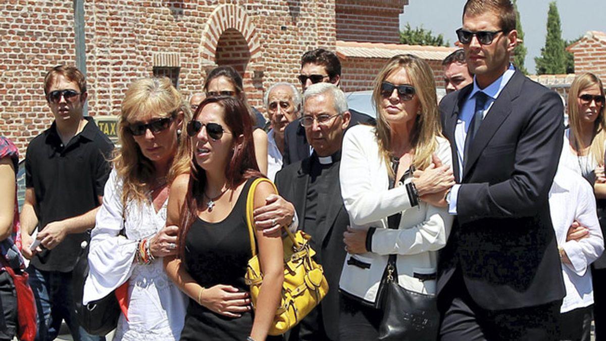 Familiares y amigos de José Luis Uribarri le dan el último adiós