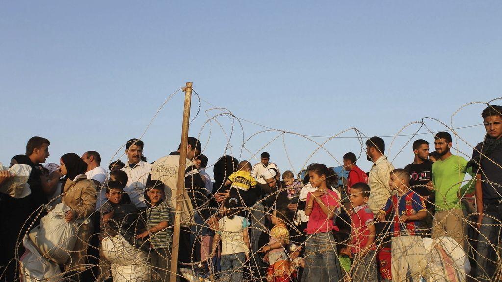 Miles de sirios buscan refugio en Turquía