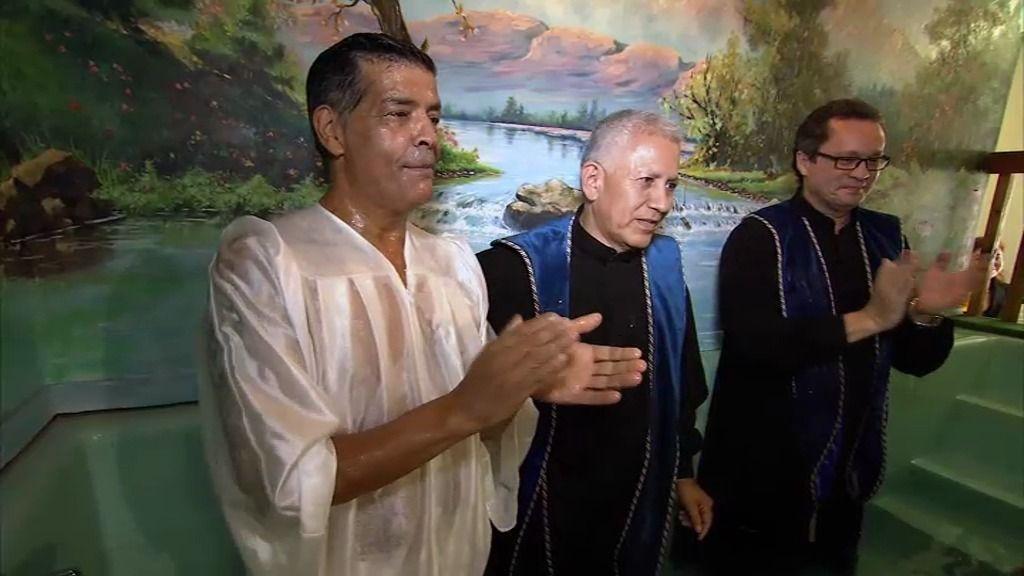 José hace realidad su sueño de bautizarse por el rito evangélico