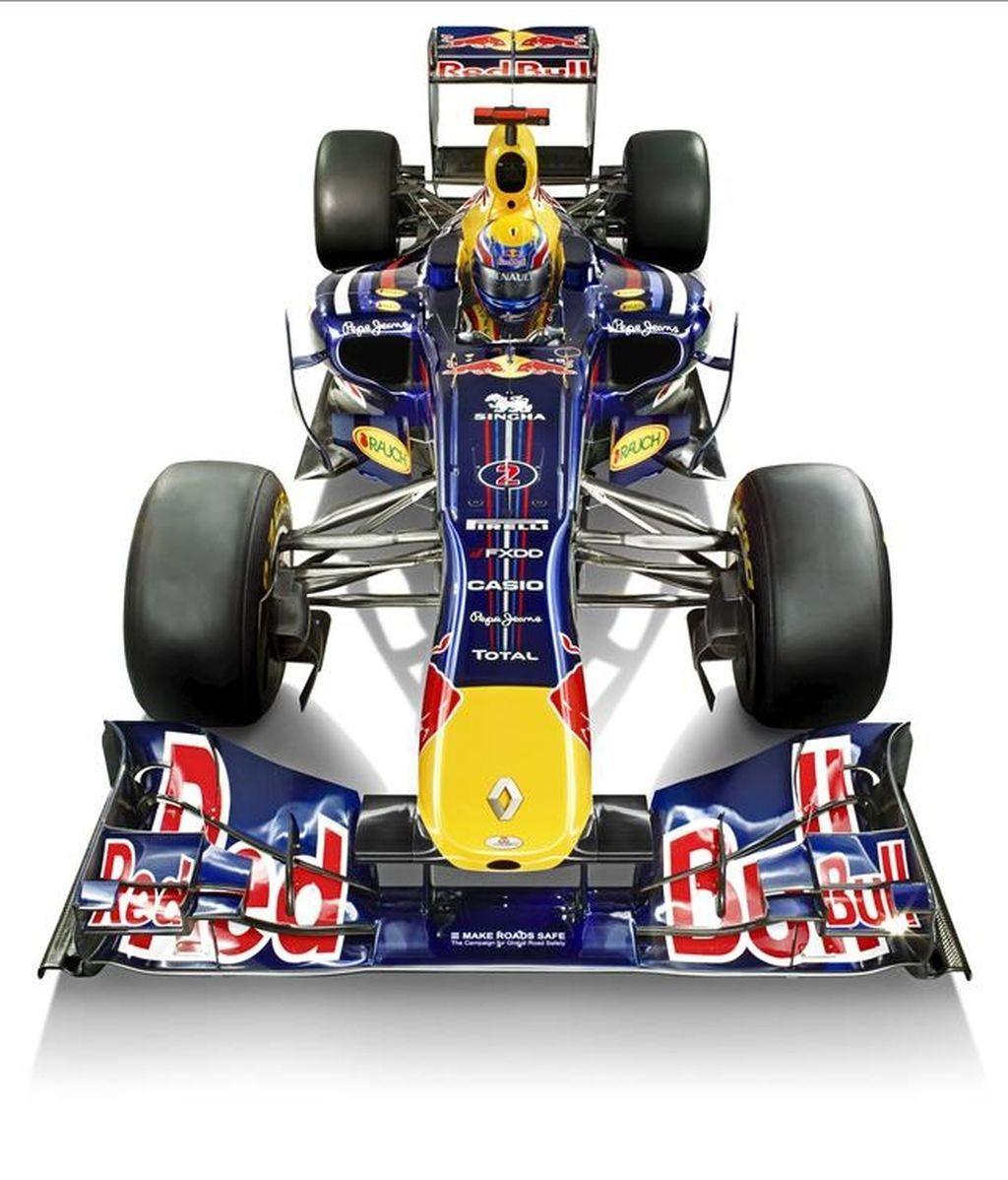 Fotografía facilitada hoy martes 1 de febrero de 2011 por la escudería Red Bull de su nuevo monoplaza RB7. El equipo austríaco Red Bull presentó hoy en Cheste (Valencia), el nuevo monoplaza diseñado por Adrian Newey y que volverán a pilotar el alemán Sebastian Vettel y el australiano Mark Weber. EFE