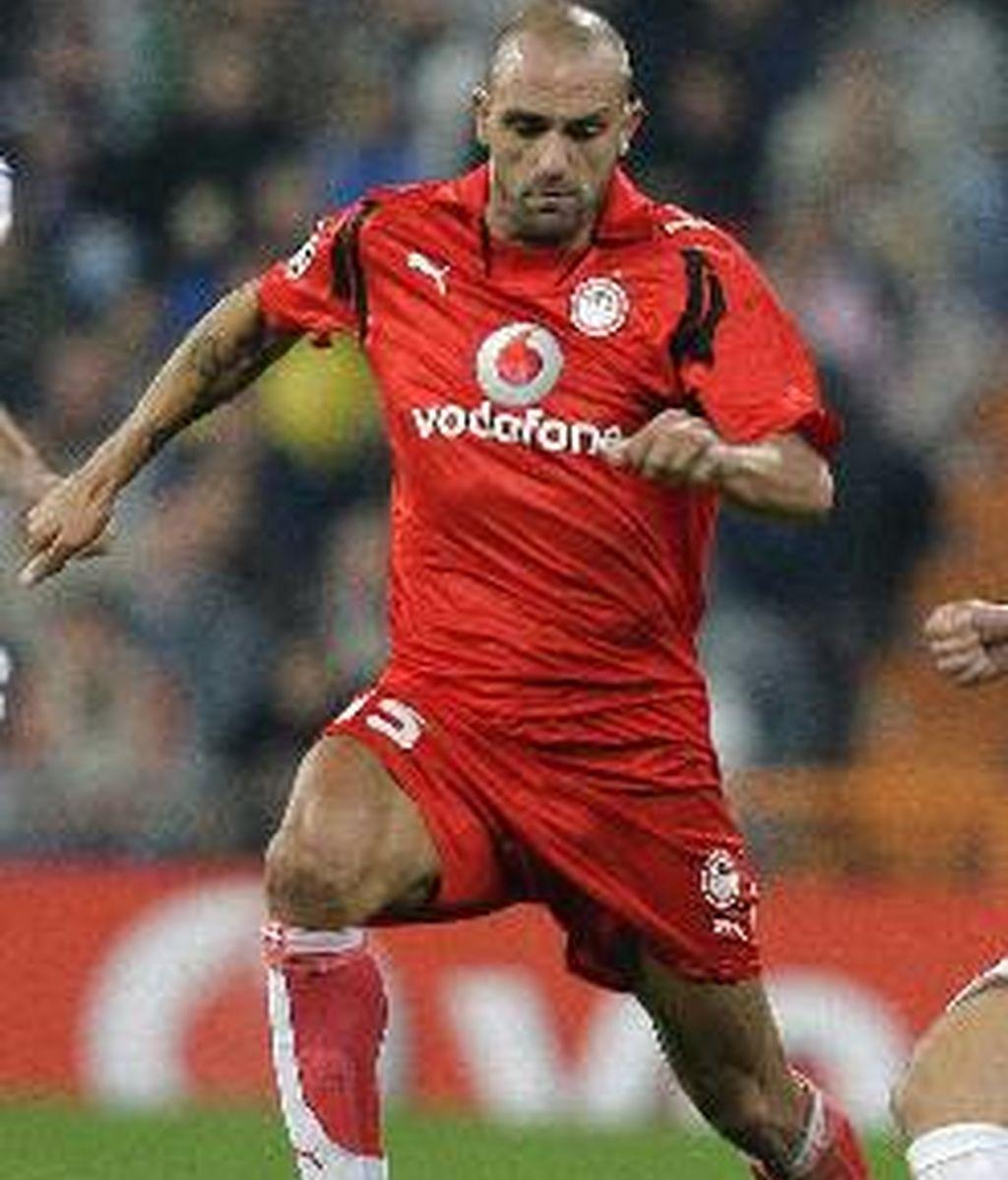 Llegó a jugar con La Roja. Foto: EFE.