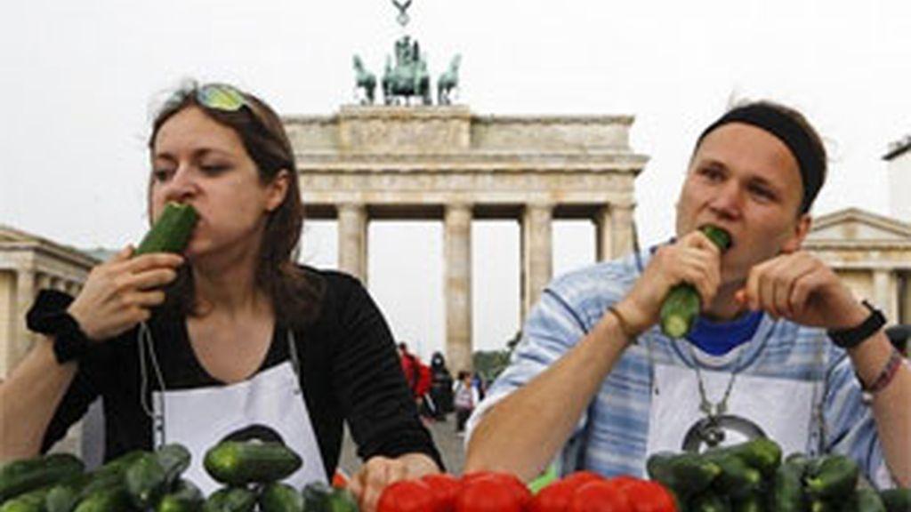 La UE aprueba limitar a 210 millones las ayudas por la E.coli pese a la oposición de España. Vídeo: ATLAS