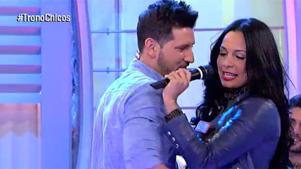 Paola da el cante por Ricky Martin
