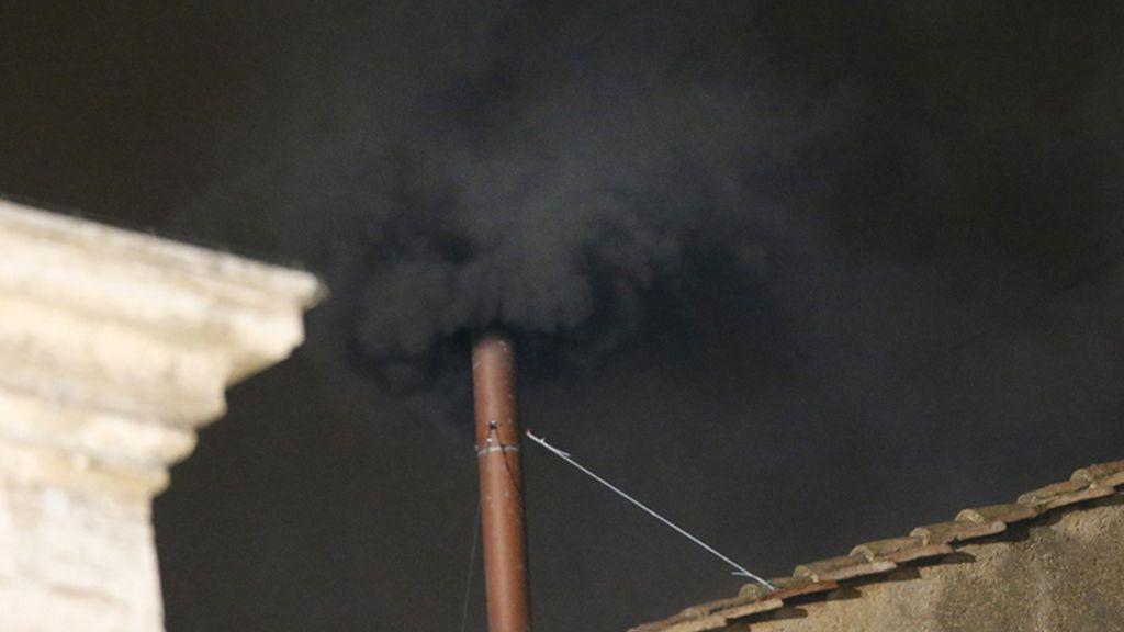 Fumata negra en la primera votación del cónclave
