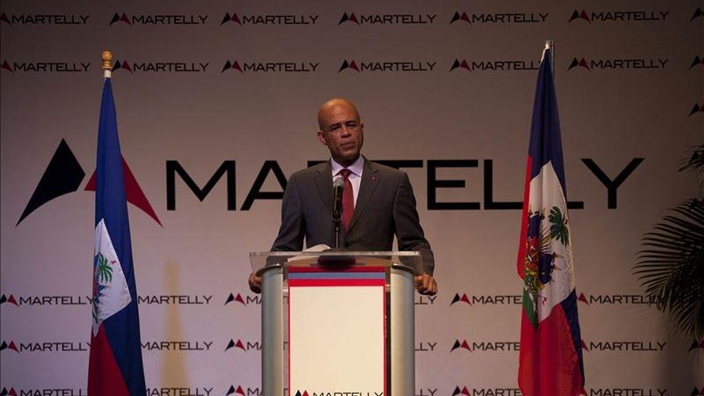 """El ganador de las elecciones presidenciales en Haití, Michel Martelly, ofrece una rueda de prensa  en Petion Ville, Puerto Príncipe, donde se presentó como el líder del cambio que necesita el país y defendió la unidad """"de todas las fuerzas políticas"""" durante su mandato. EFE"""
