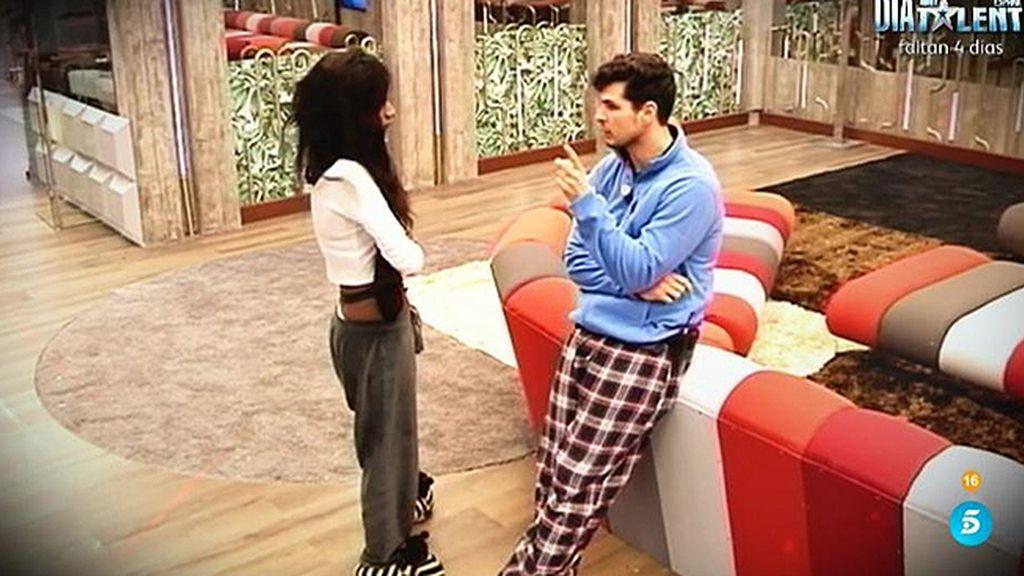 Alejandro echa a Liz de su cama