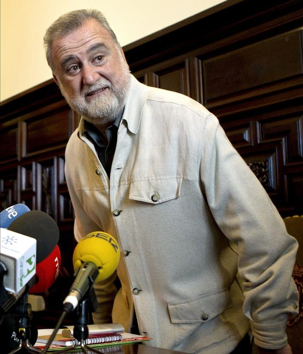 El primer teniente de alcalde del Ayuntamiento de Sevilla, Antonio Rodrigo Torrijos (IU), ha rechazado hoy dimitir de su cargo y ha asegurado que, tras ser imputado por la juez que investiga el caso Mercasevilla, mantendrá su candidatura a la Alcaldía de la capital andaluza. EFE