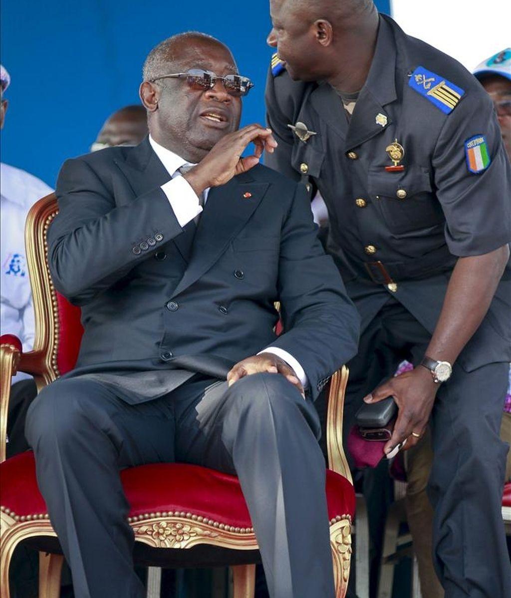 Fotografía de archivo del entonces presidente marfileño, Laurent Gbagbo (i), durante un mitin electoral en Abiyán (Costa de Marfil), el 25 de octubre de 2010. EFE/Archivo
